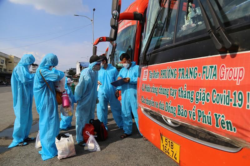 Phú Yên đưa gần 17.000 người về quê trên 730 chuyến xe nghĩa tình - ảnh 3