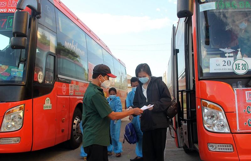 Phú Yên đưa gần 17.000 người về quê trên 730 chuyến xe nghĩa tình - ảnh 4