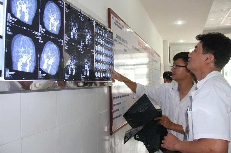 Cứu sống bệnh nhân bị đột quỵ não, liệt toàn thân - ảnh 1