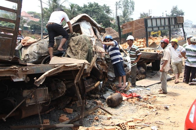 Kinh hoàng hai xe tải đấu đầu: Xác định danh tính 6 nạn  nhân tử vong - ảnh 2