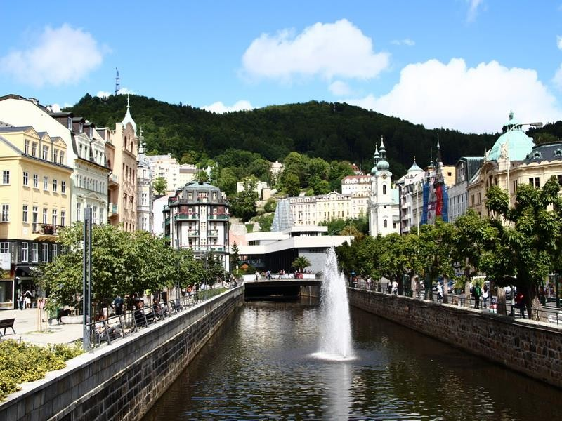 Choáng ngợp với kinh đô điện ảnh Karlovy Vary - ảnh 1