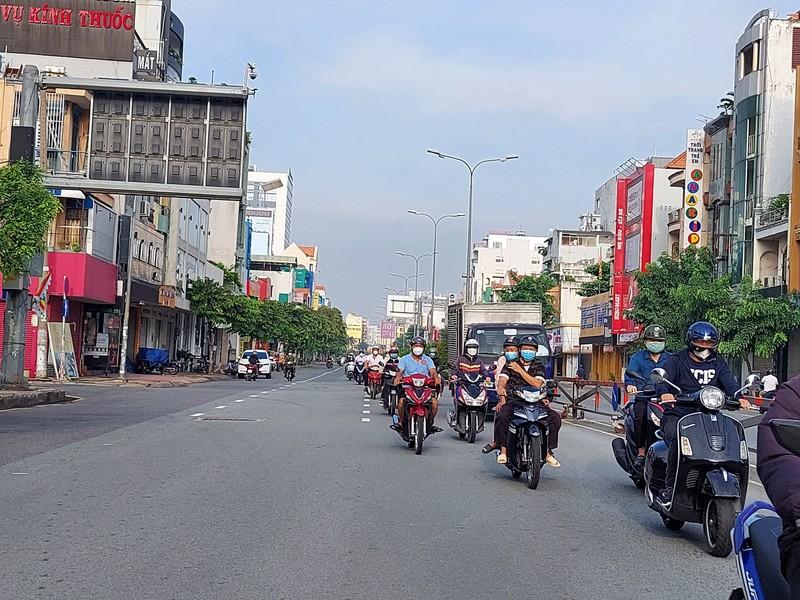 Cận cảnh các cung đường ở TP.HCM sáng ngày 1-10 - ảnh 18