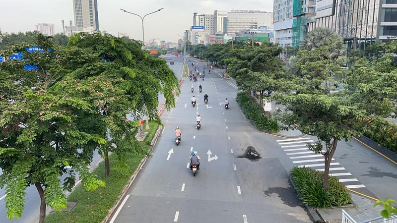 Cận cảnh các cung đường ở TP.HCM sáng ngày 1-10 - ảnh 4