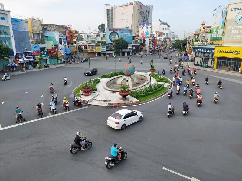 Cận cảnh các cung đường ở TP.HCM sáng ngày 1-10 - ảnh 13