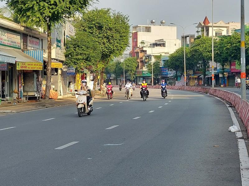 Cận cảnh các cung đường ở TP.HCM sáng ngày 1-10 - ảnh 21