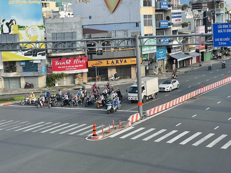 Cận cảnh các cung đường ở TP.HCM sáng ngày 1-10 - ảnh 2