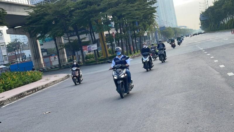 Cận cảnh các cung đường ở TP.HCM sáng ngày 1-10 - ảnh 3