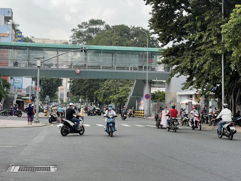 Cận cảnh các cung đường ở TP.HCM sáng ngày 1-10 - ảnh 8
