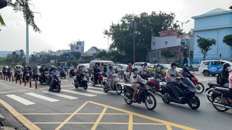 Cận cảnh các cung đường ở TP.HCM sáng ngày 1-10 - ảnh 1