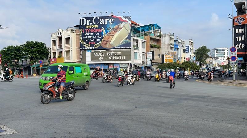 Cận cảnh các cung đường ở TP.HCM sáng ngày 1-10 - ảnh 10