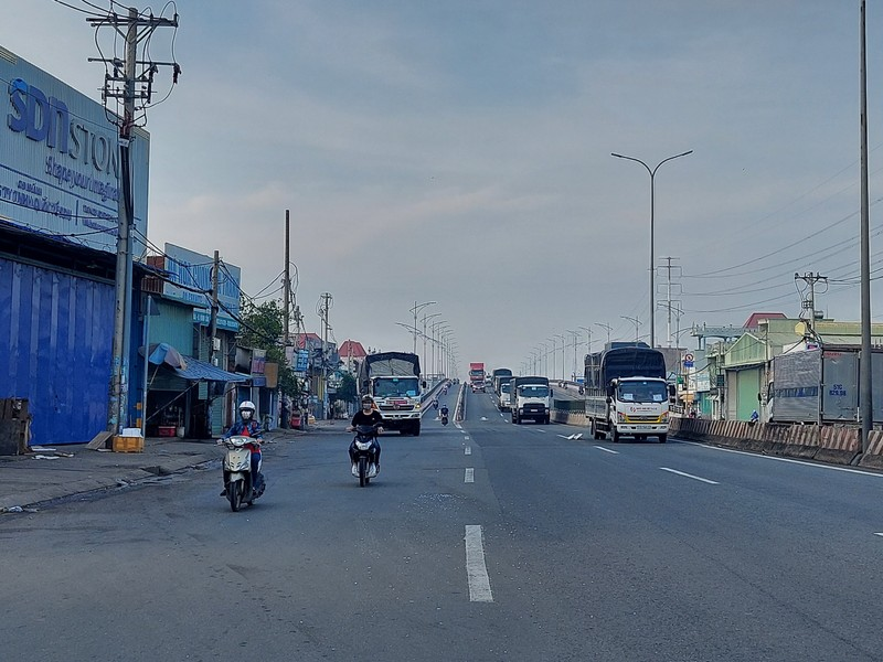 Cận cảnh các cung đường ở TP.HCM sáng ngày 1-10 - ảnh 16