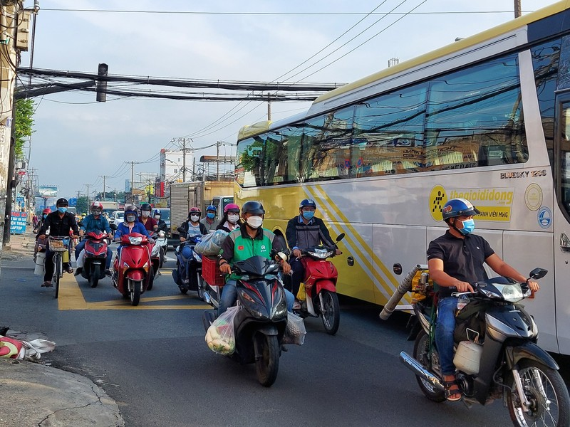 Cận cảnh các cung đường ở TP.HCM sáng ngày 1-10 - ảnh 15