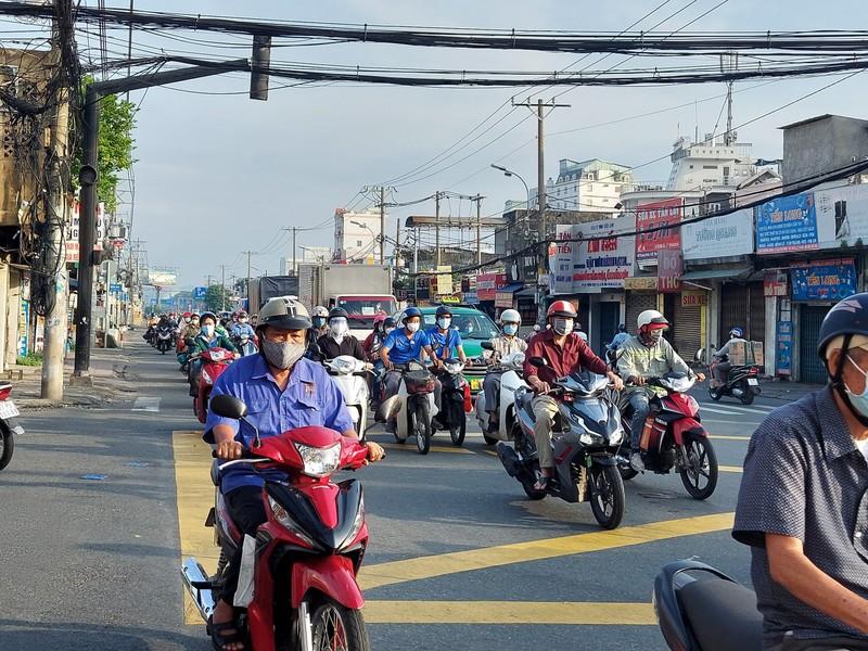 Cận cảnh các cung đường ở TP.HCM sáng ngày 1-10 - ảnh 14