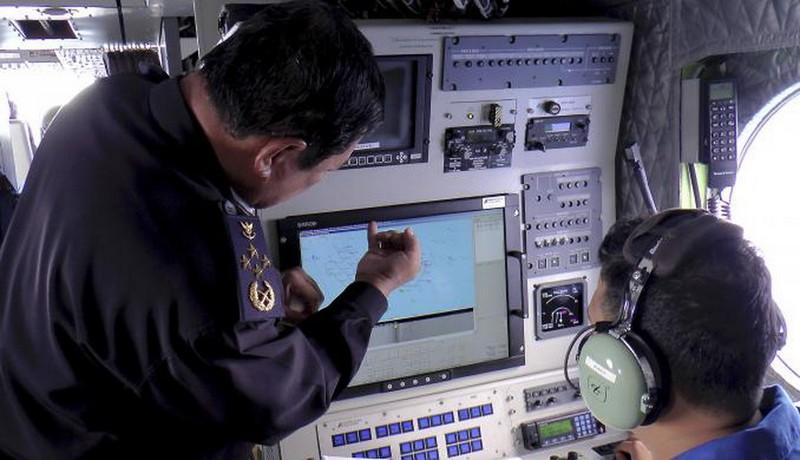 Hình ảnh thân nhân các hành khách ngóng chờ tin tức máy bay MH 370 - ảnh 6