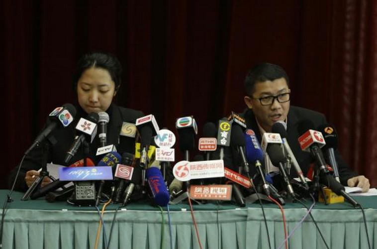 Hình ảnh thân nhân các hành khách ngóng chờ tin tức máy bay MH 370 - ảnh 9