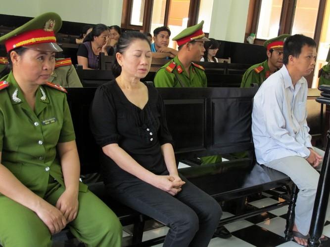 Nguyên giám đốc BV tâm thần tỉnh Tiền Giang biểu hiện bị tâm thần tại tòa  - ảnh 6