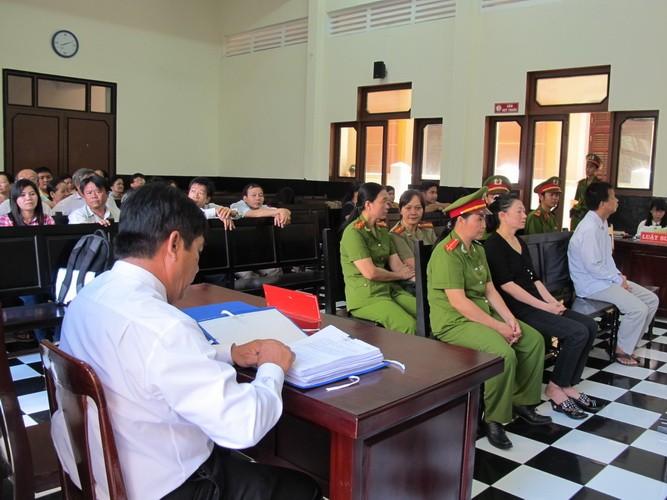 Nguyên giám đốc BV tâm thần tỉnh Tiền Giang biểu hiện bị tâm thần tại tòa  - ảnh 5