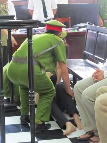 Nguyên giám đốc BV tâm thần tỉnh Tiền Giang biểu hiện bị tâm thần tại tòa  - ảnh 3