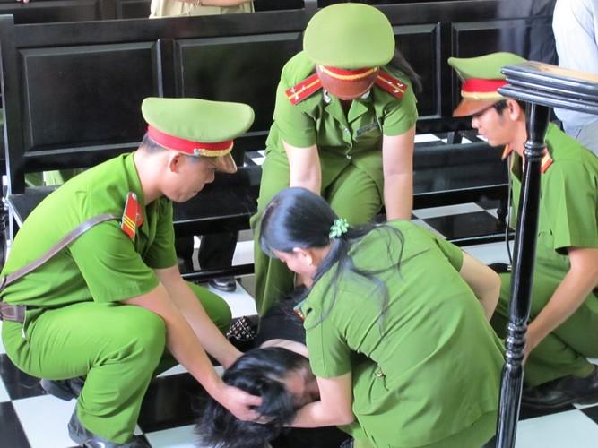 Nguyên giám đốc BV tâm thần tỉnh Tiền Giang biểu hiện bị tâm thần tại tòa  - ảnh 4