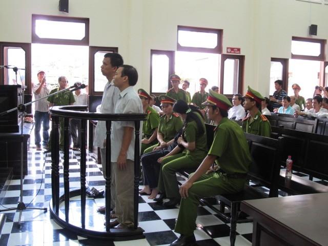 Nguyên giám đốc BV tâm thần tỉnh Tiền Giang biểu hiện bị tâm thần tại tòa  - ảnh 1