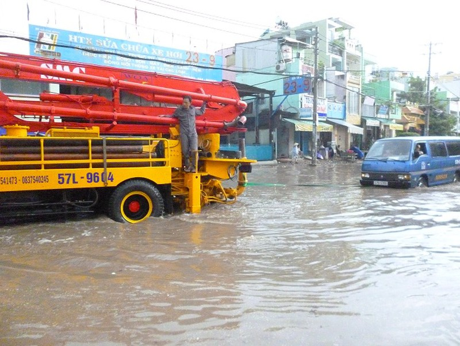 TP.HCM: cứ mưa to là ngập sâu - ảnh 3