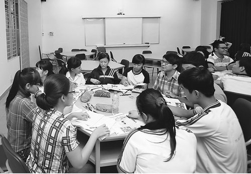 Sinh viên trong một giờ học tiếng Anh không chuyên