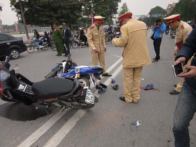 Gây tai nạn vì chạy trốn CSGT, ba người nguy kịch - ảnh 1