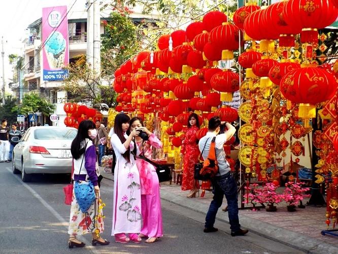 27 Tết - phố biển Nha Trang nắng ngập tràn - ảnh 5