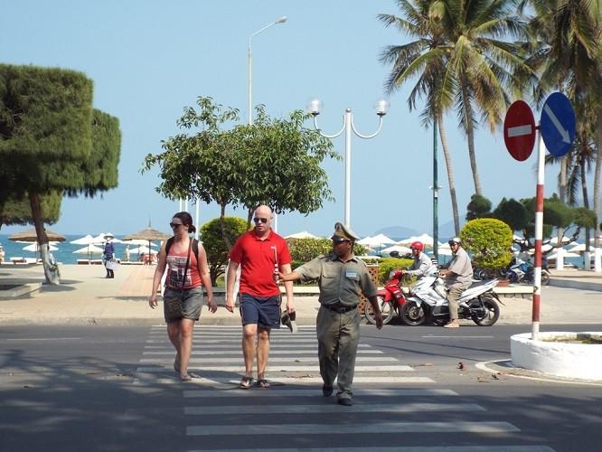 27 Tết - phố biển Nha Trang nắng ngập tràn - ảnh 1