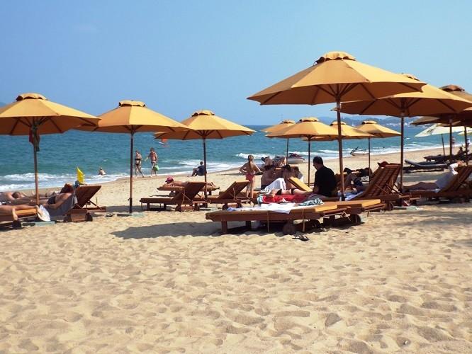 27 Tết - phố biển Nha Trang nắng ngập tràn - ảnh 2