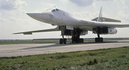 Vì sao Nga quyết hồi sinh 'Thiên nga Trắng' Tu-160 - ảnh 1