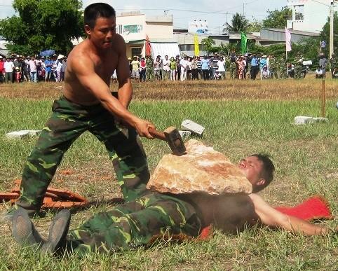 Chùm ảnh biểu diễn võ thuật đầy uy dũng của Bộ đội biên phòng - ảnh 7
