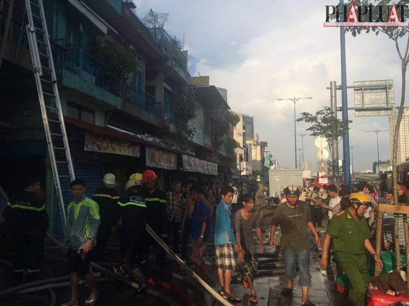 Cháy dữ dội hàng loạt căn nhà giữa trung tâm Sài Gòn - ảnh 11