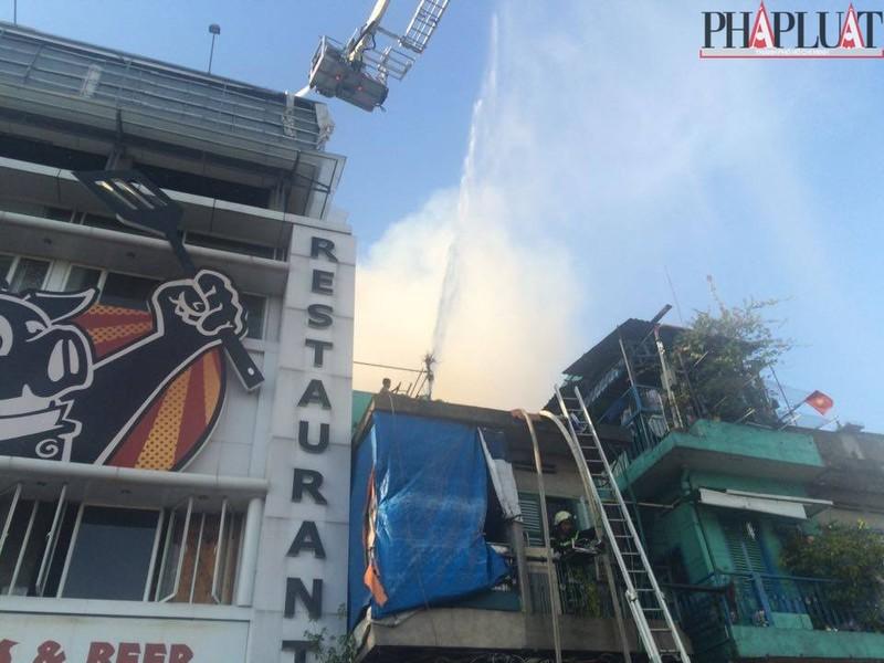 Cháy dữ dội hàng loạt căn nhà giữa trung tâm Sài Gòn - ảnh 8