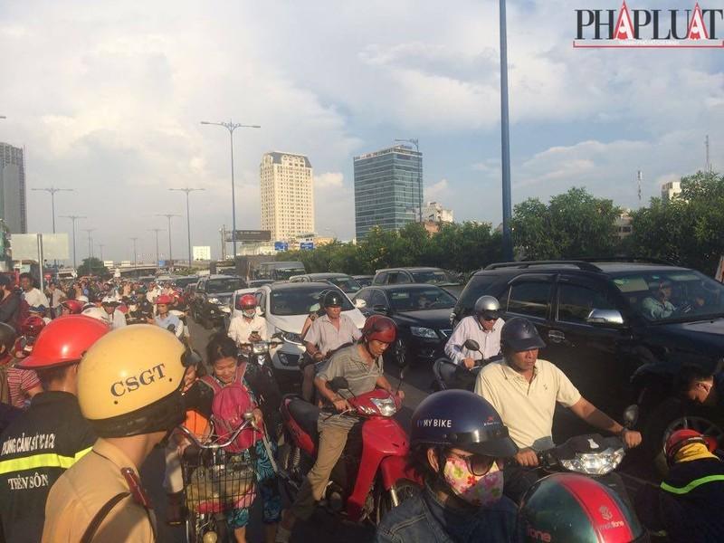 Cháy dữ dội hàng loạt căn nhà giữa trung tâm Sài Gòn - ảnh 4