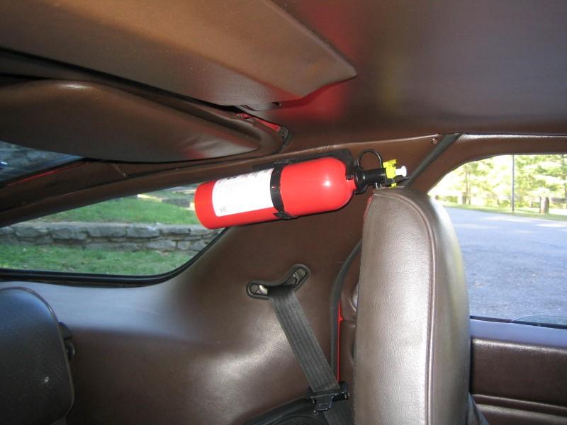 Bình cứu hỏa trên xe ô tô: Chuyện gì đang xảy ra? - ảnh 3