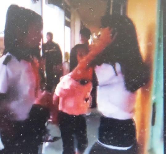 Xôn xao đoạn clip một nữ sinh bị đánh hội đồng - ảnh 1