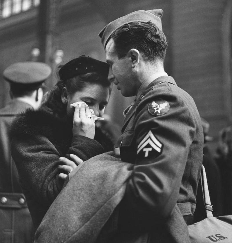 Giọt nước mắt từ biệt ở nhà ga Penn, New York, 1943