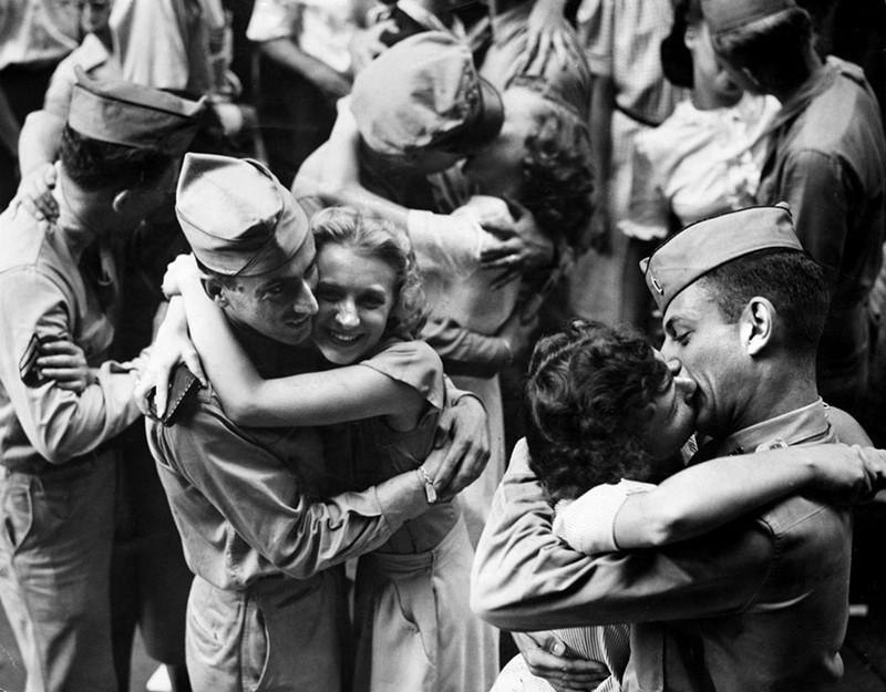 Tình yêu trong thời chiến qua ống kính nhiếp ảnh gia - ảnh 6