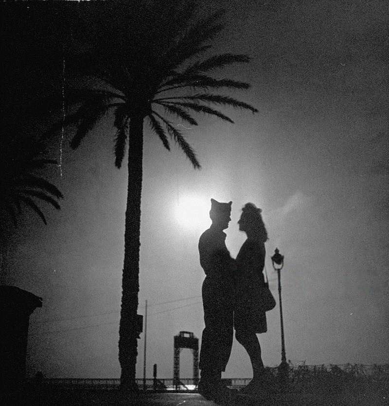 Tình yêu trong thời chiến qua ống kính nhiếp ảnh gia - ảnh 20