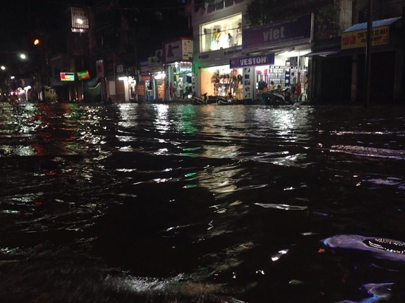 Cố đô Huế lại ngập nặng sau mưa - ảnh 1