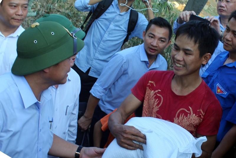 Bộ Thông tin-Truyền thông trao quà cứu trợ tại Hà Tĩnh - ảnh 5