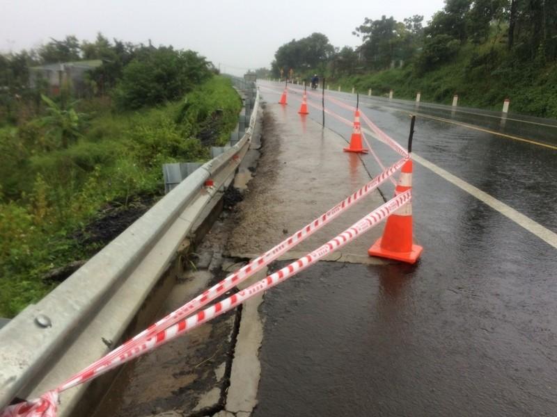 Sụt lún nghiêm trọng trên đường Hồ Chí Minh - ảnh 2