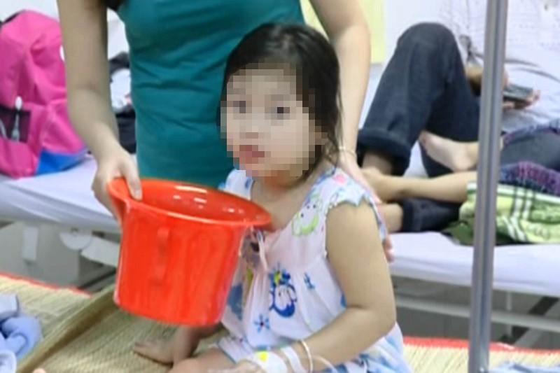 Gần 80 trẻ mầm non nhập viện do ngộ độc thực phẩm - ảnh 1