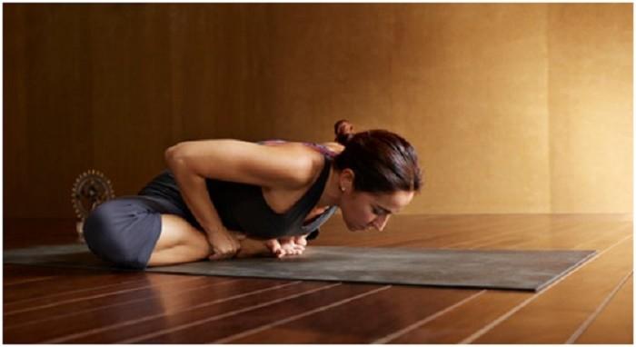 6 động tác yoga đơn giản tốt cho chuyện yêu - ảnh 5