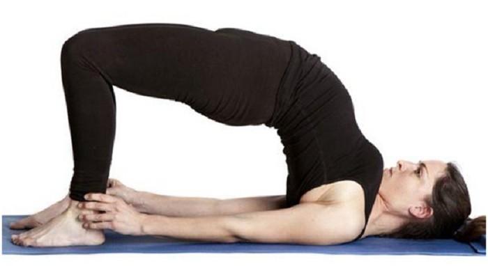 6 động tác yoga đơn giản tốt cho chuyện yêu - ảnh 2