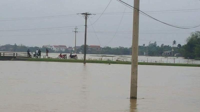 Nhiều nơi ở Quảng Bình lại mênh mông trong lũ - ảnh 2