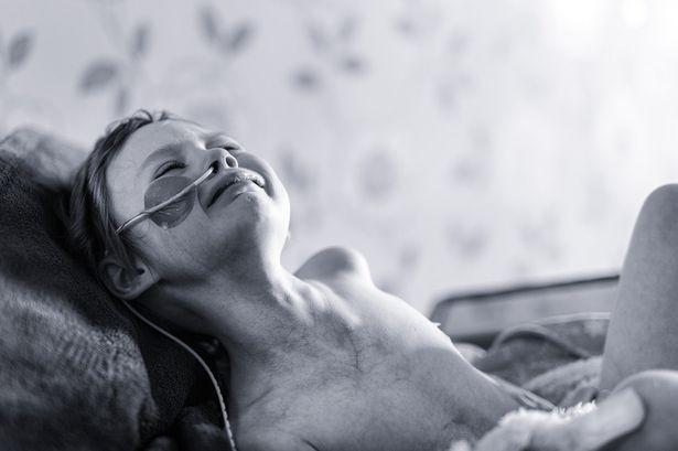 Ý nghĩa đằng sau tấm ảnh của cô bé ung thư - ảnh 4