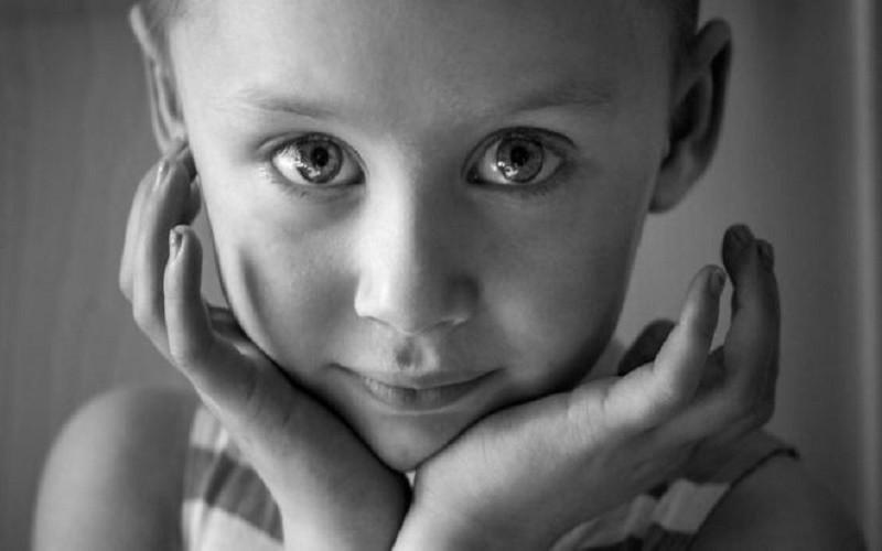 Ý nghĩa đằng sau tấm ảnh của cô bé ung thư - ảnh 1
