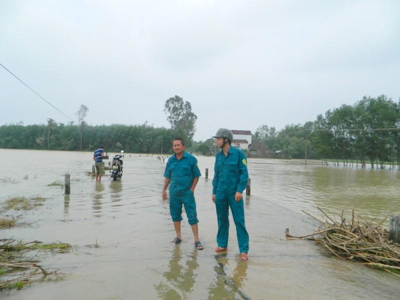 Quảng Nam thiệt hại 220 tỉ, Quảng Ngãi ngập nặng - ảnh 2